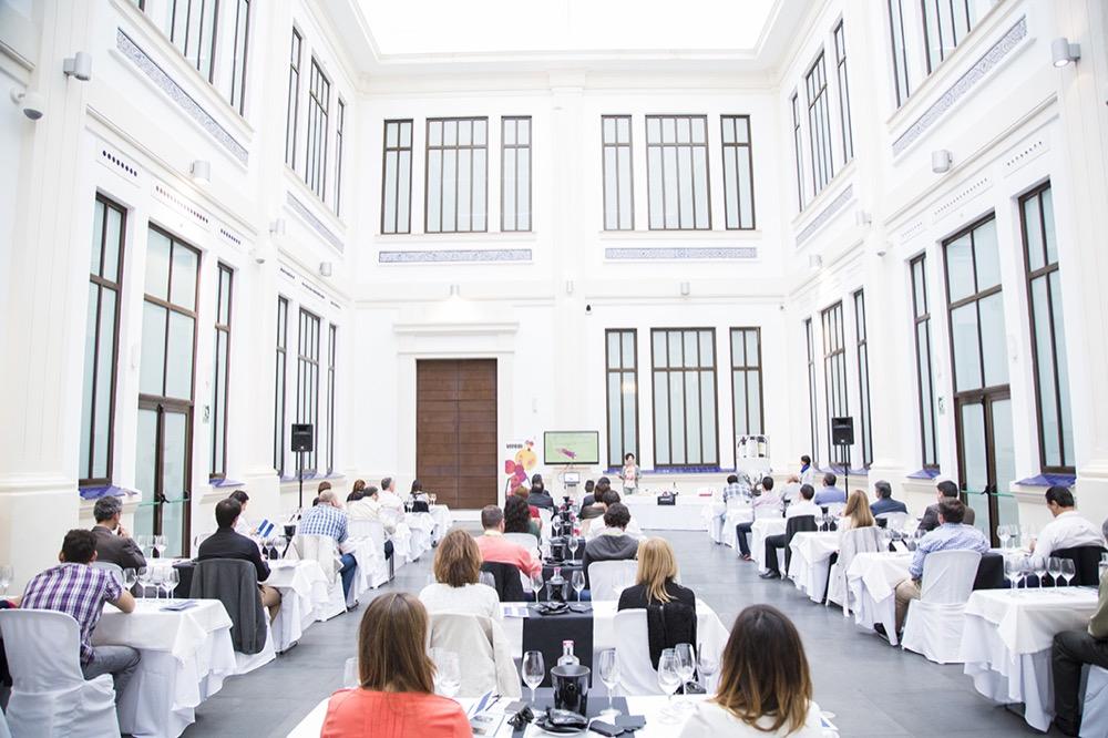 Experiencia Verema Málaga Cata Inaugural Bodegas Lan Panorámica Sala Trasera